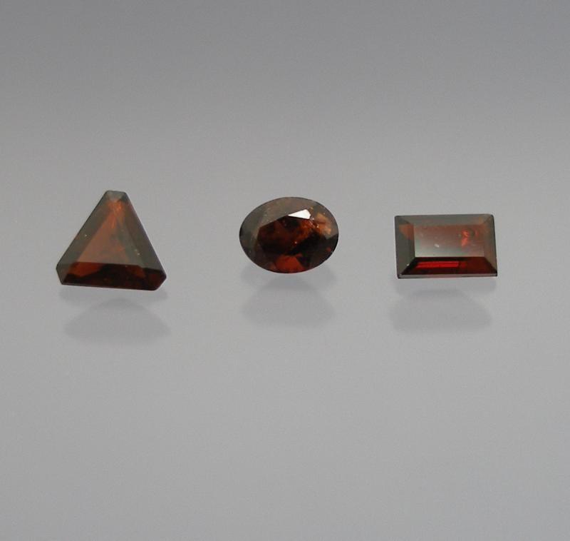 Staurolit facettiert 4 mm, Brasilien