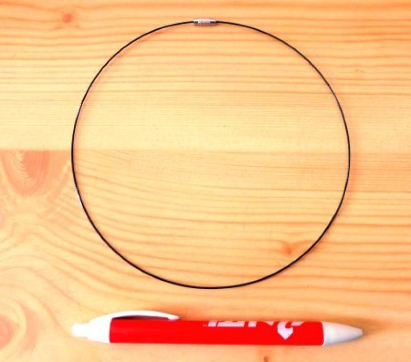 Metallband (Halskette, Halsreifen) schwarz mit Schraubverschluß 1 Stück