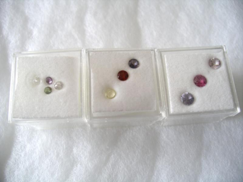 Edelstein-Set aus 3 Steinen, facettiert