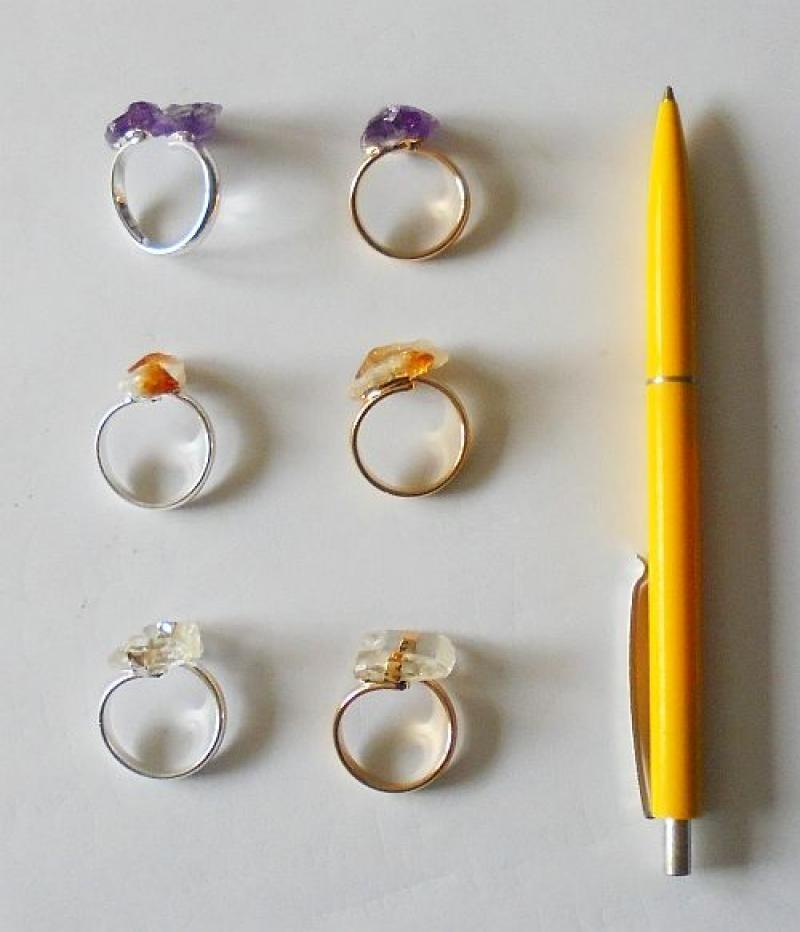 Ring (Größe verstellbar), golden/silbern mit 2 Kristallen, 10 Stück