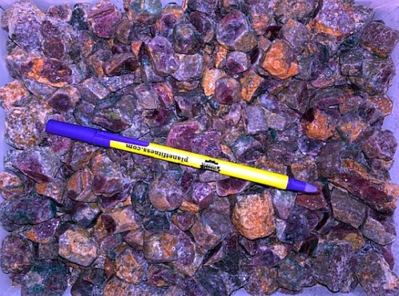 Rubin, Kristalle und Stücke, Tanzania, 1 kg