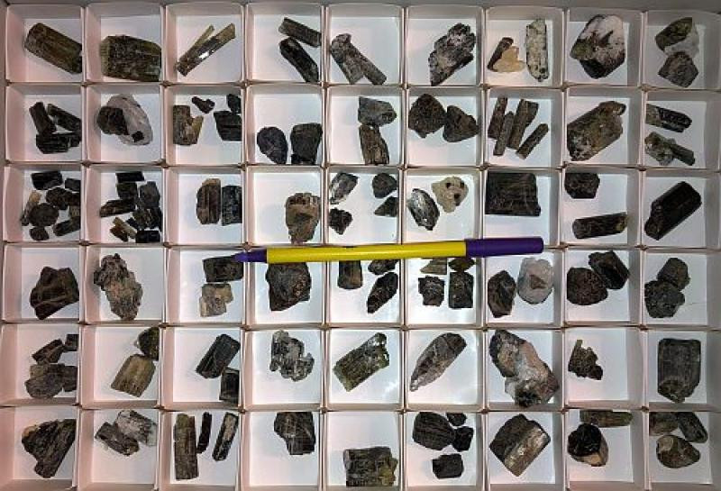 Darrellhenryit (X)/(xx), Turmalin, Tansania, 1 Steige, ca. 900 g