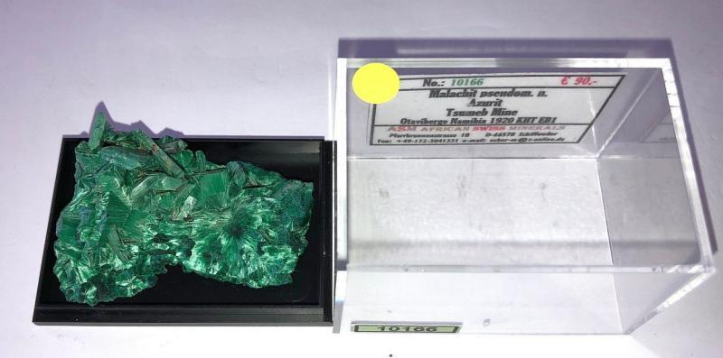 Malachit ps. nach Azurit xx; Tsumeb Mine, Otavi Bergland, Namibia; KS