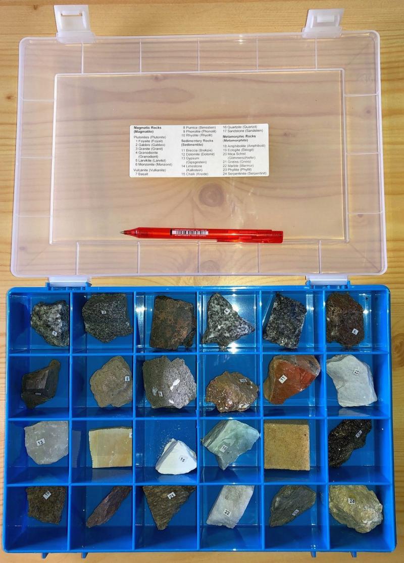 Gesteinssammlung, 24 Stück im Kasten