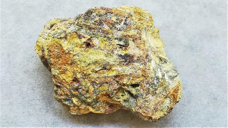 Oxyplumboromeit (Bindheimit); Mt. Avanza, Udine, Italien; MM