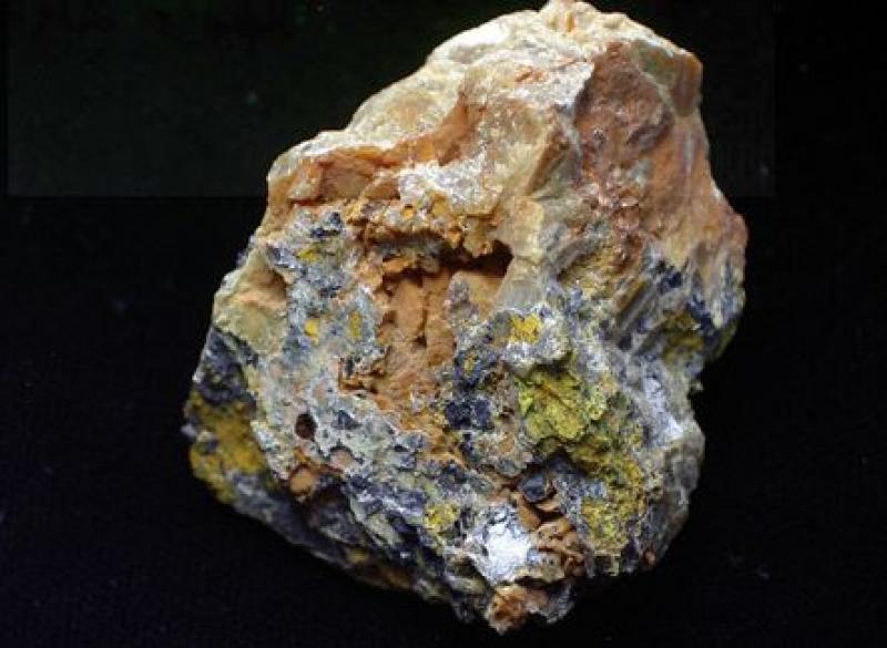 Oxyplumboromeit (Bindheimit); Bor, Serbien; MM
