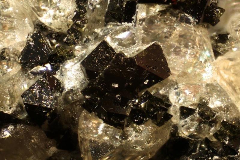 Ferroperiklas xx; San Vito Quarry, Vesuv, I; MM