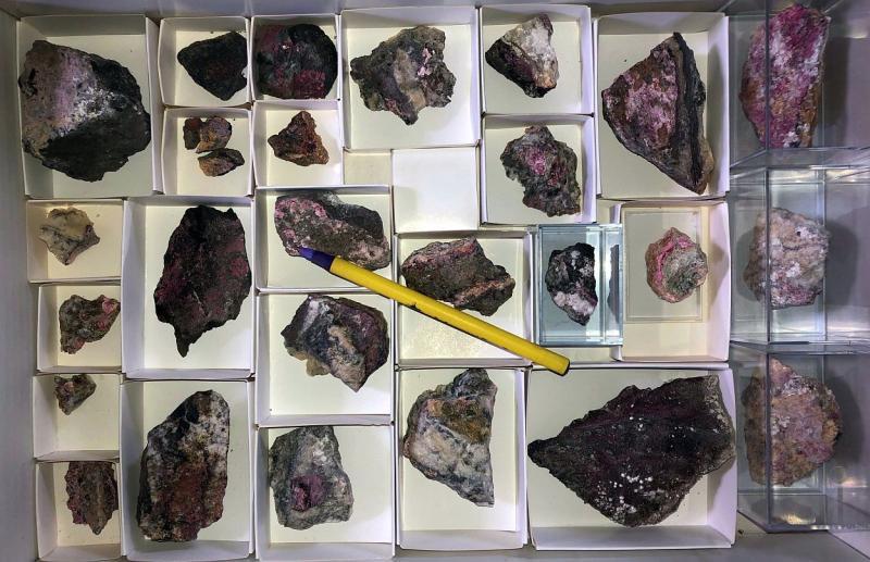 Sainfeldit, Rauenthalit, Cobaltkoritnigit, etc. xx, Richelsdorf, Hessen, D., 1 große Steige