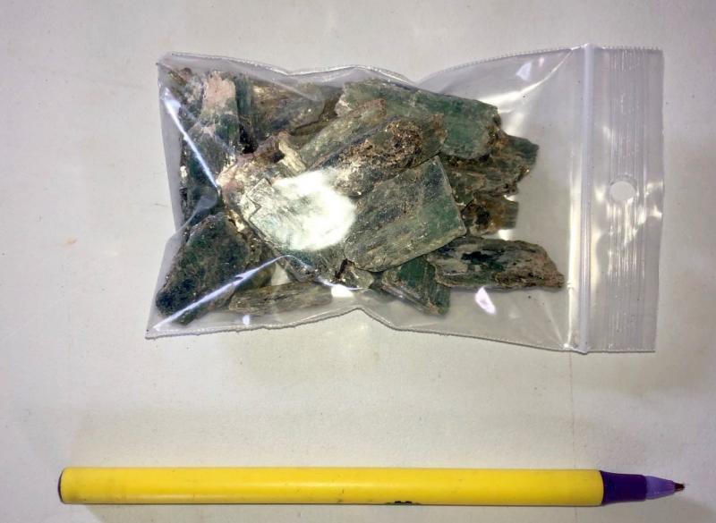 Kyanit Kristalle (Disthen, Cyanit), blau-grün. Tansania, 100 g