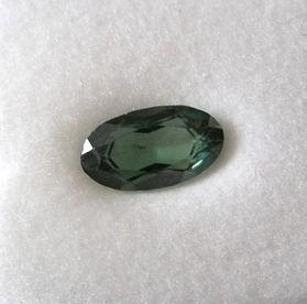 Spinell synthetisch facettiert 13 mm, olivgrün