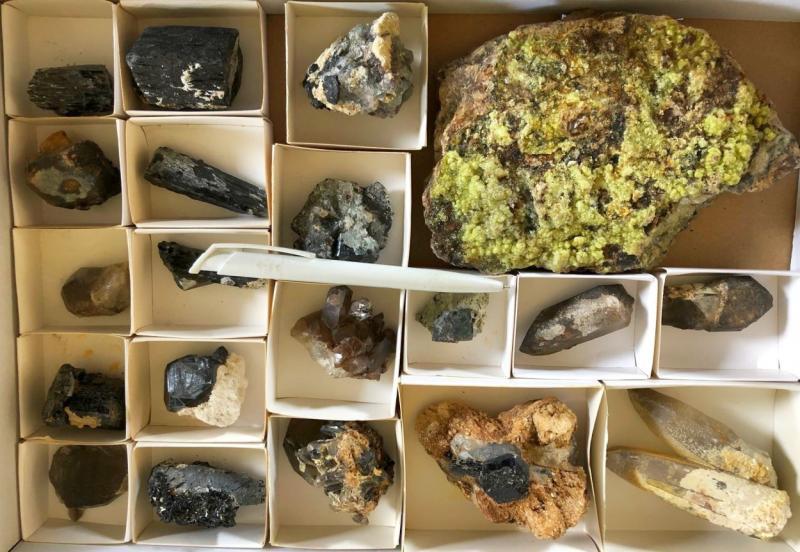 Hyalite (FL/UV!), Erongo, Namibia, 1 flat