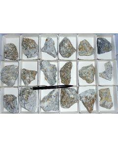 Norbergit (xx) (UV!), Franklin Marble Quarry, NJ, USA, 1 Steige