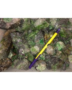 Chrom-Tremolit + Tsavorit (asbestfrei!), groß, Tansania, 1 kg