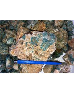 Apatit (blau) mit Matrix, Namibia, 1 kg