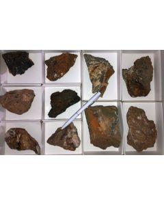 Azurit xx, Brochantit xx, Tennantit etc., Kamsdorf, Thüringen, D, 1 Steige