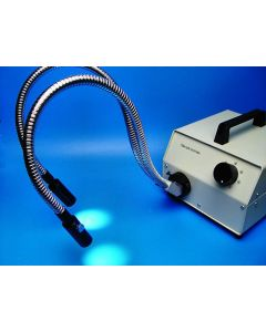 Microscope cold light source with bifurcated fiber cables and focusing lenses