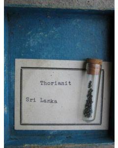 Thorianit, Sri Lanka, 1-2 mm X-Fragmente, 50 Stück
